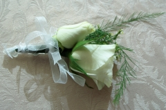 cream spray roses by le bouquet blanc