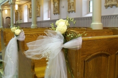 church-pew-roses-Le-Bouquet-Blanc-e1470936186874