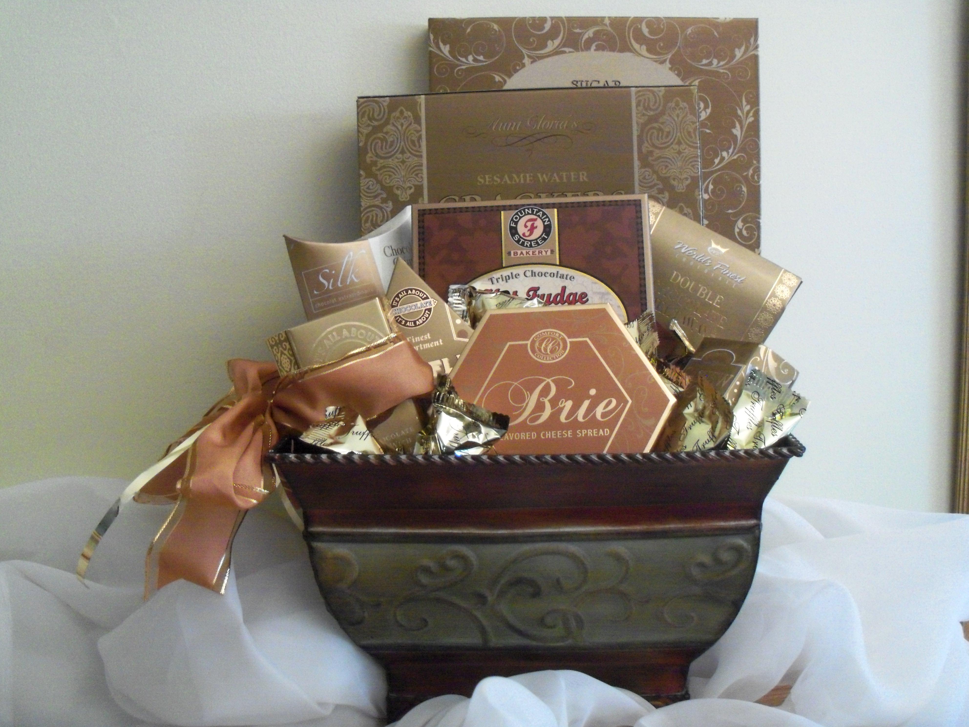 Elegance metal design gift basket
